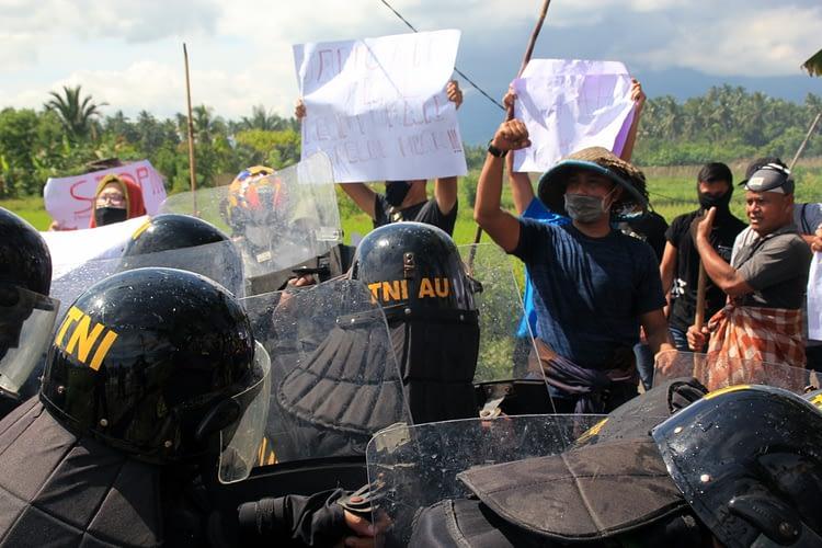 Selesai Serbuan Vaksinasi, Warga Datangi Pangkalan TNI AU Sam Ratulangi Manado