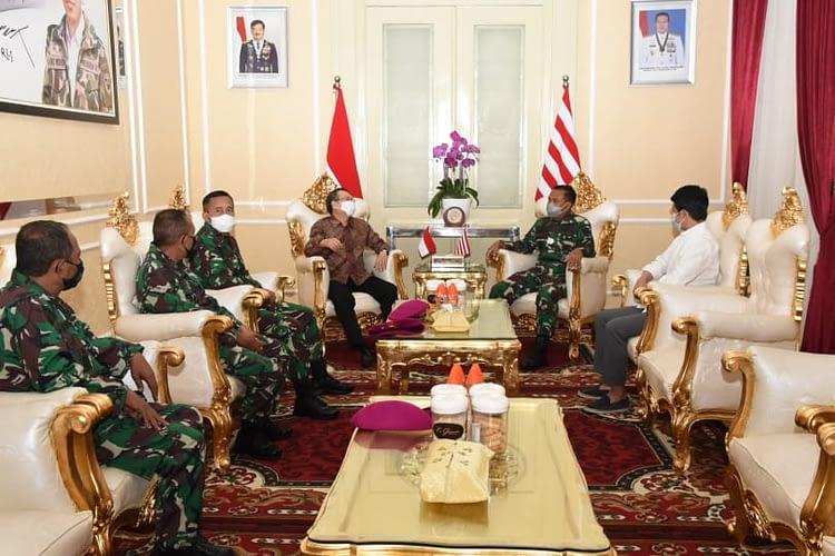 Dankormar Menerima Kunjungan Laksda TNI (purn) Willem Rampangilei