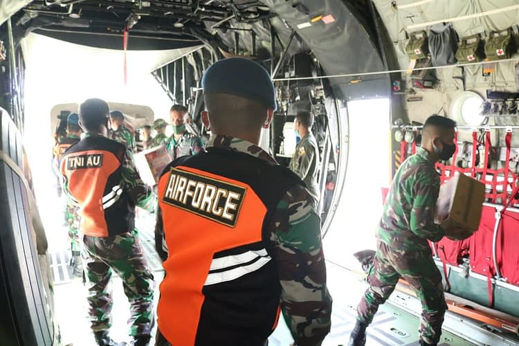 Pesawat C-130 Hercules Angkut Bansos Dari Lanud Haluoleo Kendari