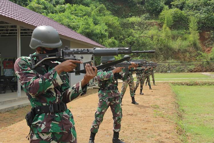 Prajurit Yonif 7 Marinir Melaksanakan LPD/ LPK TW II TA 2020 Materi Menembak Laras Panjang