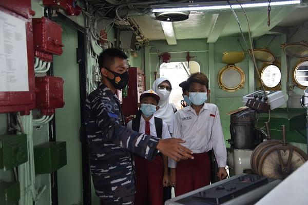 "Serbuan Vaksinasi Maritim TNI AL ""Go To School"" Jadi Momentum Pelajar Untuk Wisata Edukasi Maritim"