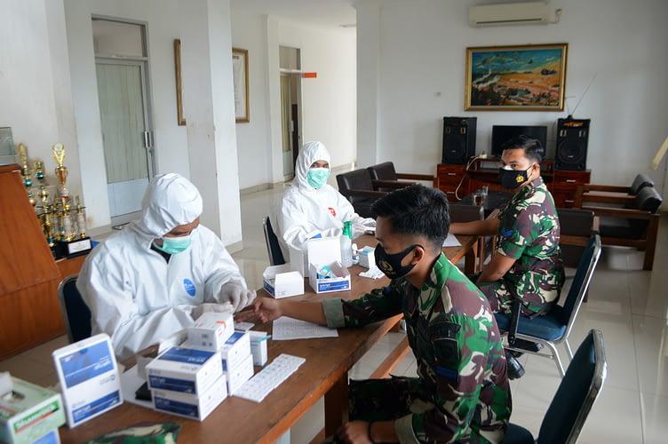 Prajurit Denmako Pasmar 1 Laksanakan Rapid Test Rutin