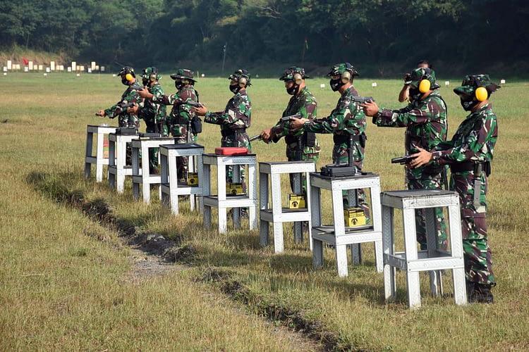 Komandan Resimen Altileri 2 Marinir  Buka Try Out Bisnat Antar Satlak Menart 2 Mar TA. 2020