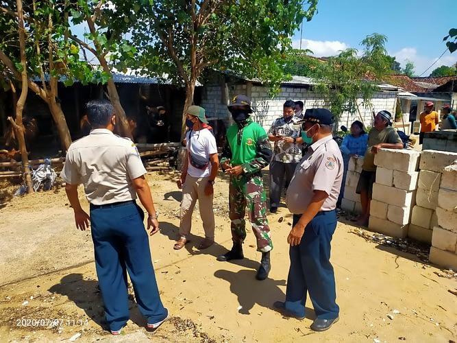 Puslatpurmar 9 Animha Tuban Bantu Evakuasi Warga Korban  Gelombang Tinggi Di Pantai Utara Tuban