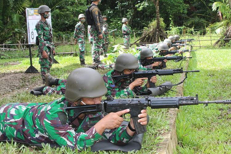 Mengasah Kemampuan Bertempur, Yonmarhanlan IX Ambon Laksanakan Latihan Menembak