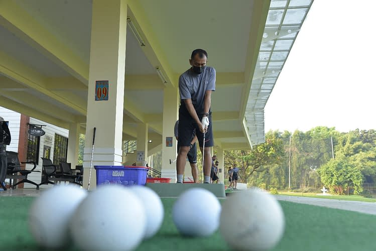 Pejabat Marinir Permahir Olahraga Golf