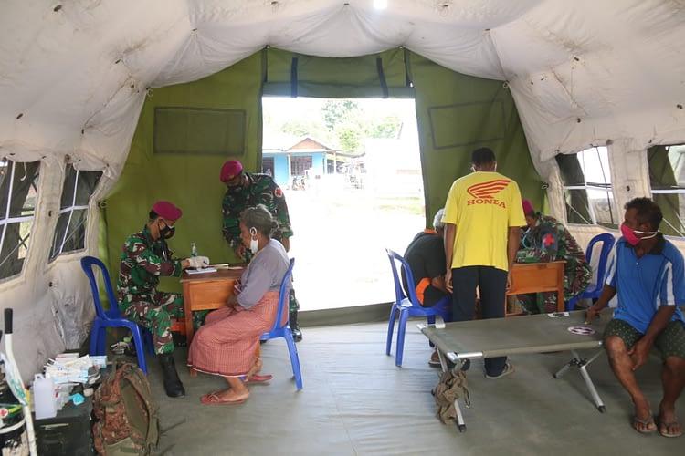 Korban Banjir Bandang di NTT Berbondong-Bondong Berobat di Rumah Sakit Lapangan Korps Marinir TNI AL