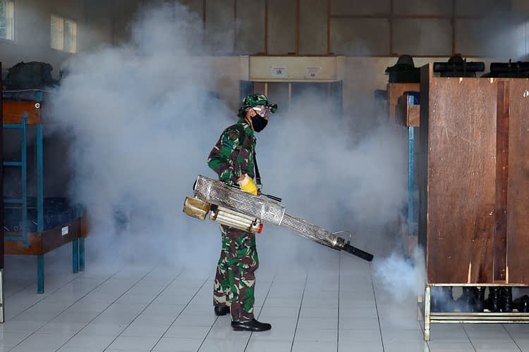 Antisipasi Demam Berdarah, Batalyon Howitzer 2 Marinir Laksanakan Fogging