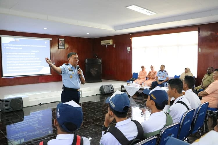 Sosialisasi SMA Pradita Dirgantara di Lanud Manuhua