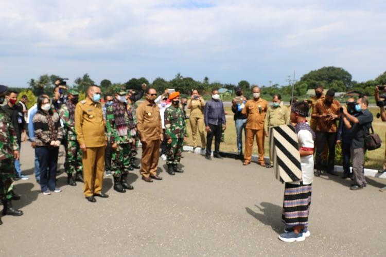 Disambut Tarian Geru Giwa, Tim Pelangi Nusantara TNI AU Tiba Di Ende