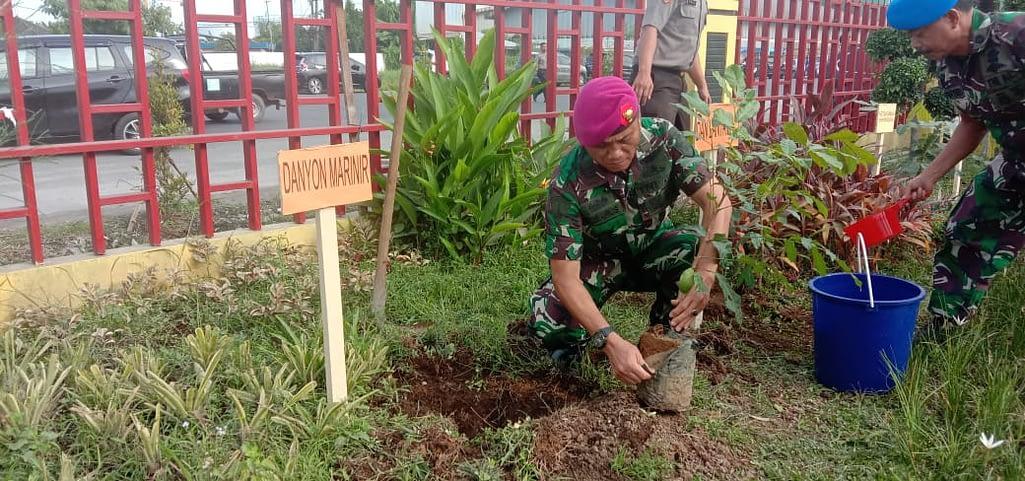 Yonmarhanlan 1 Belawan Ikut Sukseskan Penanaman Sejuta Pohon