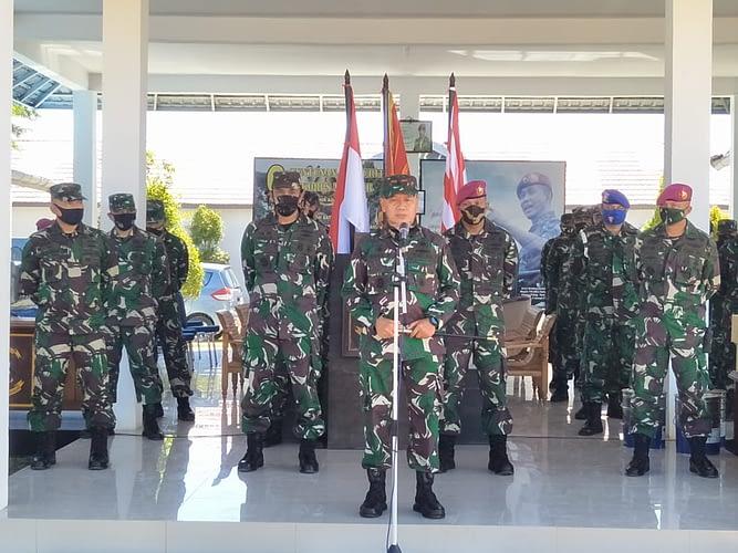 Segenap Prajurit Yonmarhanlan XII Sambut Kunjungan Danlantamal XII