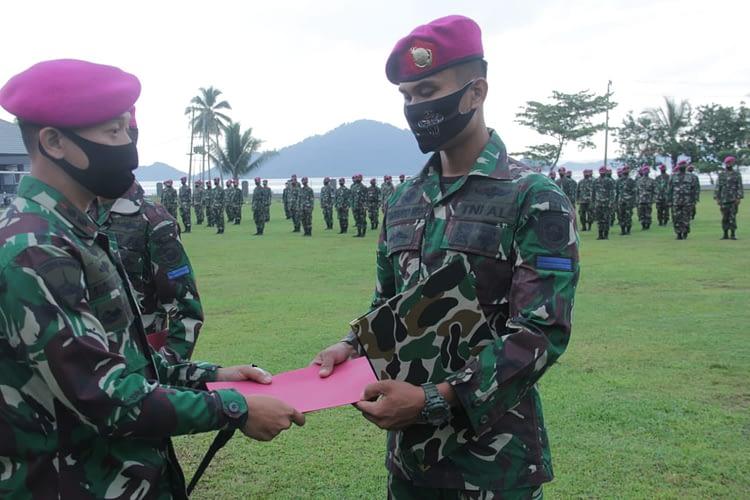 Danyonif 7 Marinir Mengukuhkan Jabatan Ketua Mess Bintara dan Tamtama Yonif 7 Marinir
