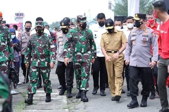 Panglima TNI dan Kapolri Tinjau Pelaksanaan Vaksinasi Drive Thru di Lanud Soewondo Medan