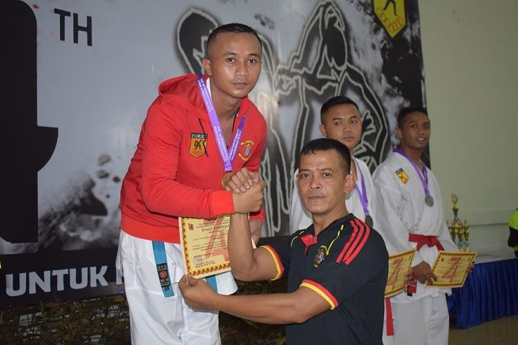 Brigif 1 Mar Raih Juara Umum  Kejuaraan Karate Aantar Kolak Kormar