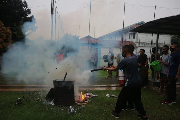 Isi Hari Libur Tidur Dalam Yonif 6 Brigif 1 Mar Laksanakan Latihan Peran Kebakaran