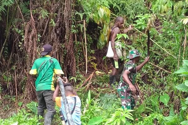 Koramil 1801- 08/Minyambou Wujudkan Harapan Air Bersih Warga Minyambou, Papua Barat