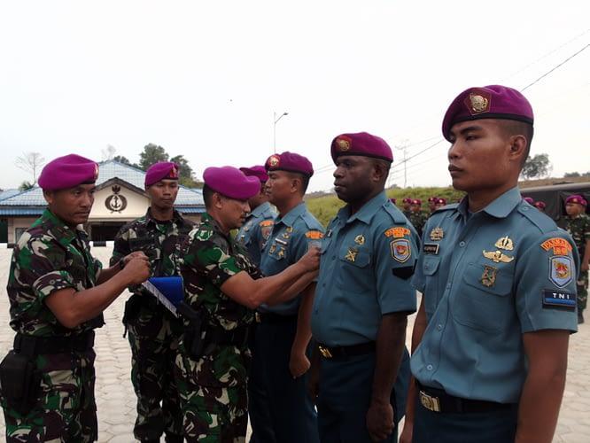 16 Prajurit Yonmarhanlan XIV Sorong Resmi Naik Pangkat