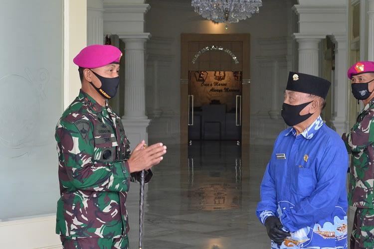 Komandan Korps Marinir Berikan 500 Paket Sembako