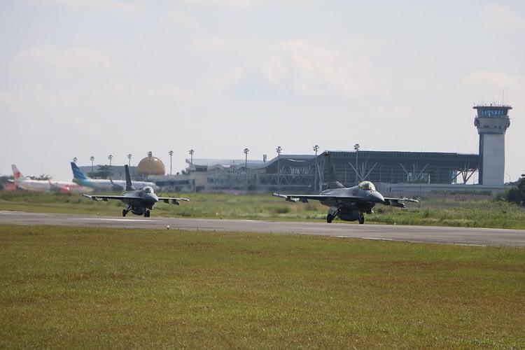 Delapan Pesawat F-16 TNI AU-USPACAF, Terbang Familiarisasi