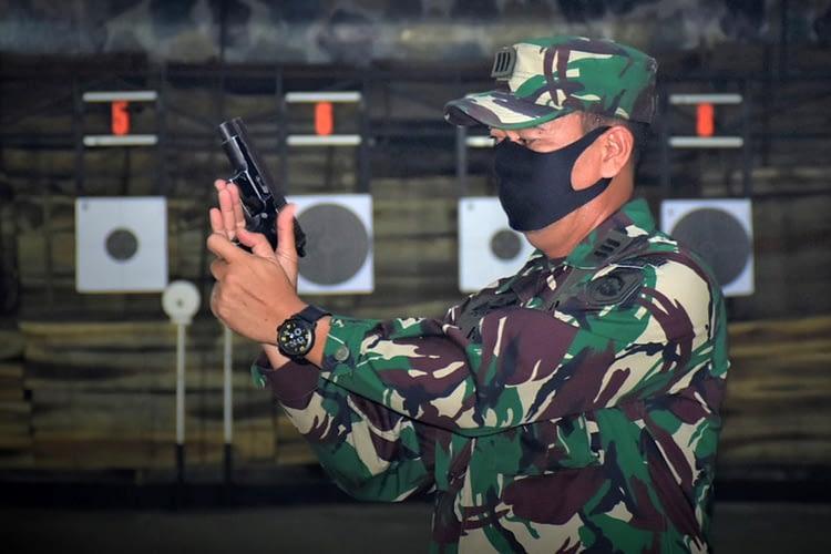 Tingkatkan Profesionalisme, Jajaran Staf Intelijen dan Provos Yonif 5 Marinir Laksanakan Latihan Penembakan Pistol