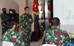 Kepala Staf Angkatan Laut Meninjau Daerah Latihan Pertempuran Di Grati  Pasuruan
