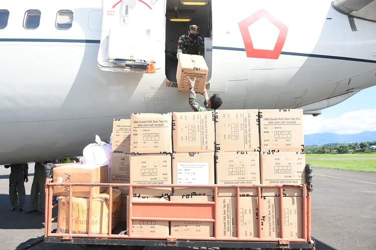54 Koli Hand Sanitizer untuk Kodam XVIII/Kasuari dan 75 Koli APD untuk Papua Barat Tiba di Manokwari