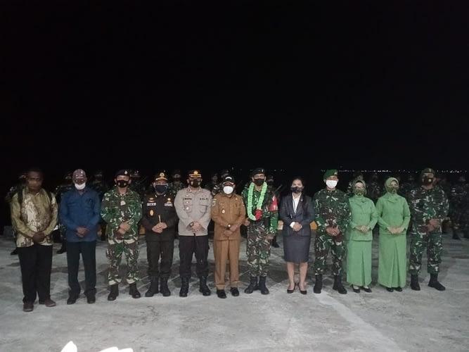 56 Prajurit Satgas Pamrahwan RK 762 Tiba dan Disambut Dalam Upacara Militer di Kaimana