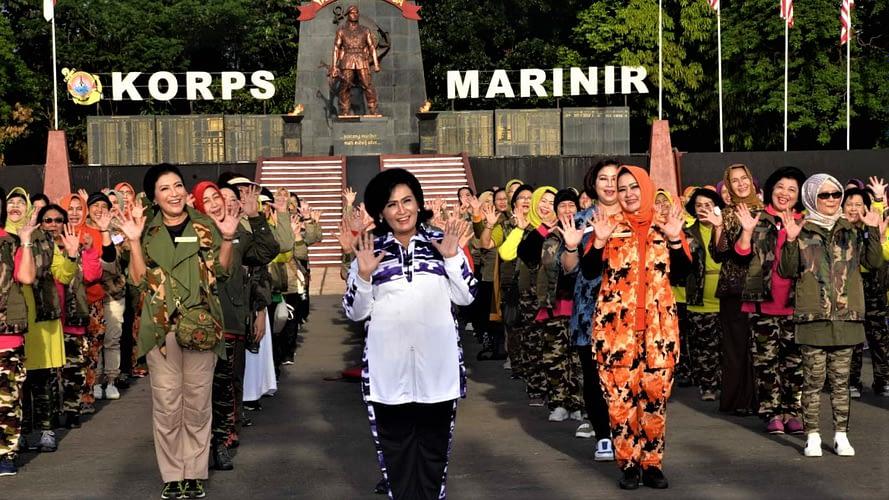 Ketua Umum Dharma Pertiwi Olahraga Bersama Di Markas Marinir Cilandak