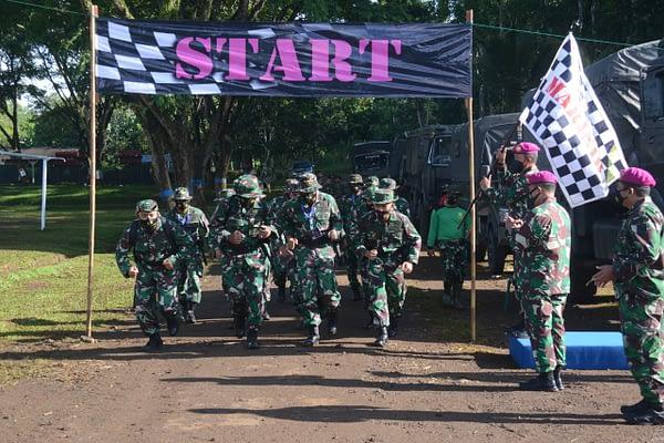 Di Purboyo, Para Dansat Marinir Adu Kemampuan dalam Lintas Medan