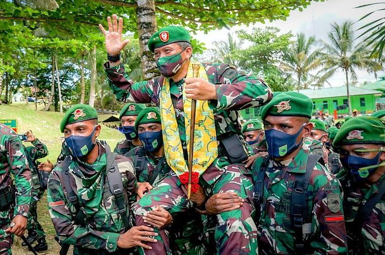 Pangdam XVIII/Kasuari dan Ketua Persit KCK PD XVIII/Kasuari beserta Para Pejabat Kodam Kunjungi Kabupaten Kaimana