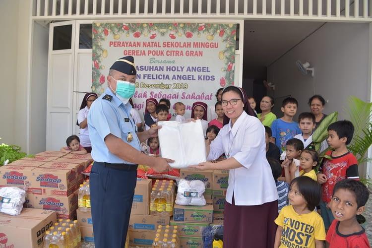 Jelang HUT Ke-74 TNI AU,    TNI AU Berbagi Kebahagiaan Dengan Anak- anak Panti Asuhan