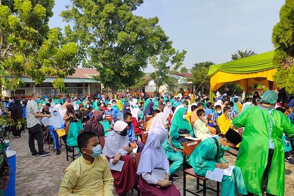 Vaksinator RSAU dr.Sukirman Lanud Rsn Vaksin Siswa SMPN 8 Pekanbaru