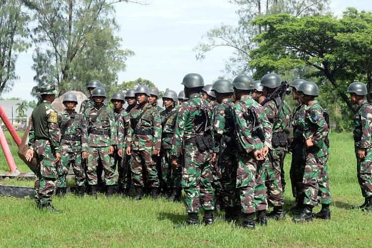 Batalyon Roket 2 Marunir Laksanakan Latihan Halang Rintang
