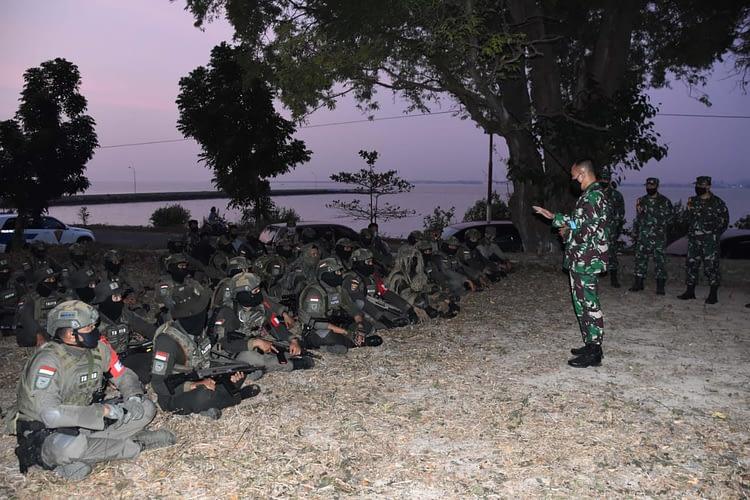 Wadan Kormar Meninjau Puncak Latihan Opsduk Passus Korps Marinir TA 2020 di Madura