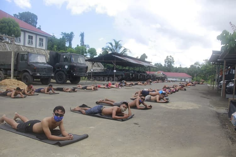 Tangkal Corona, Prajurit Resimen Altileri 3 Marinir  Jaga Imunitas Dengan Berjemur