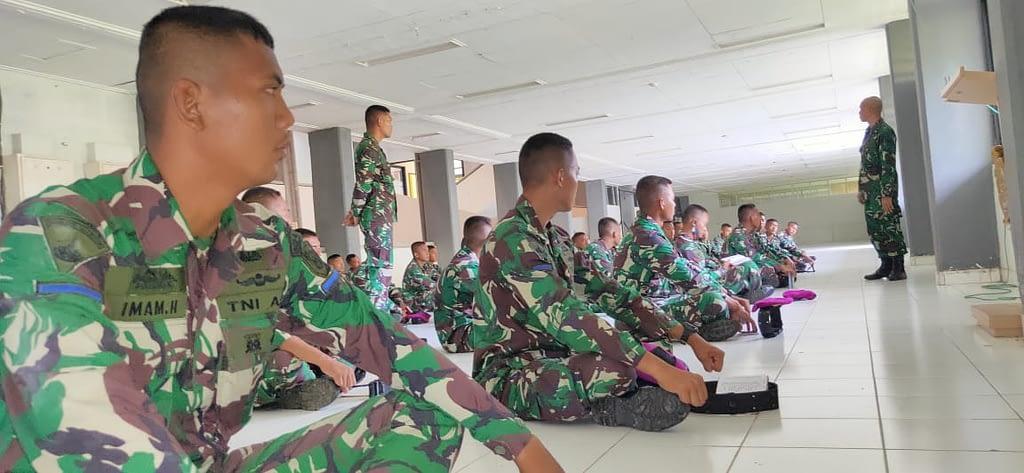 Perwira, Bintara dan Tamtama Remaja Brigif 4 Marinir/BS Terima Perbekalan Intelijen
