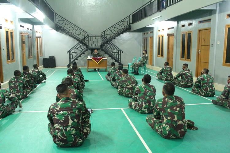 Jam Komandan Batalyon Ranratfib 1 Mar Kepada Anggota Tidur Luar Batalyon Ranratfib 1 Mar