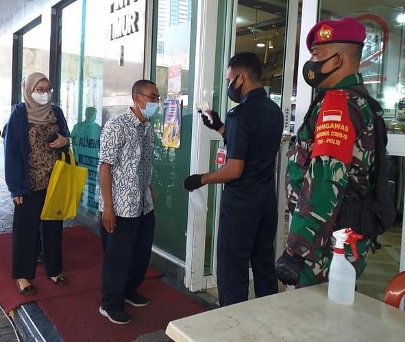 Cegah Penyebaran Covid-19, 1 SSK Pam PSBB Yonif 2 Brigif 1 Mar Diterjunkan di Sejumlah Fasum DKI Jakarta