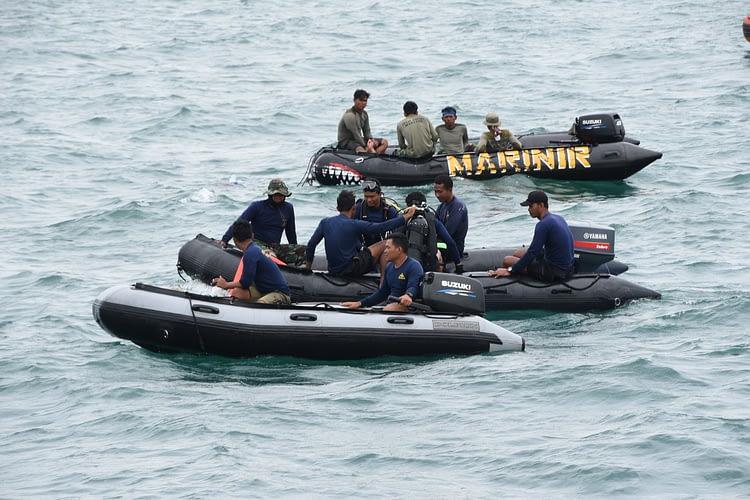 Marinir Terus Laksanakan Tugas Pencarian Korban dan CVR Pesawat Sriwijaya Air