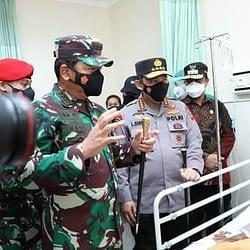 Panglima TNI dan Kapolri Tinjau Lokasi Bom Makassar