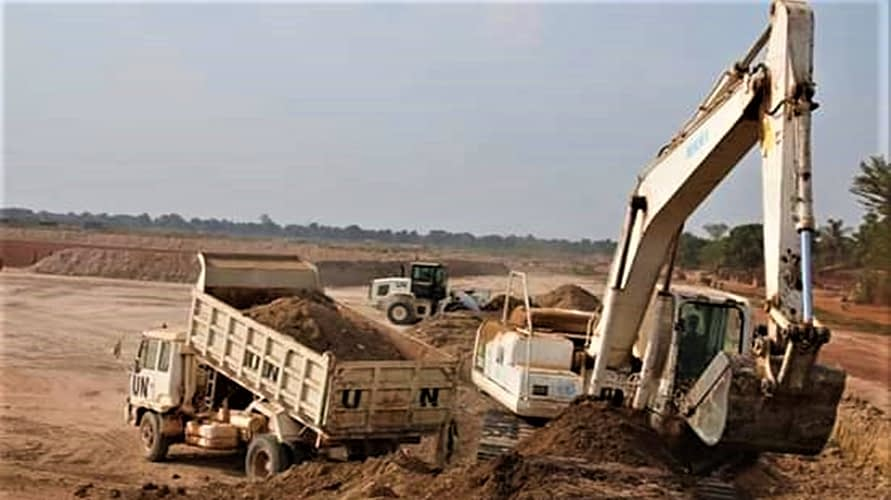 Satgas Kizi Tni Konga Xxxvii-E Minusca Car Membangun Gudang Movecon  Di Kawasan Bandara Internasional M'poko Bangui Republik Afrika Tengah