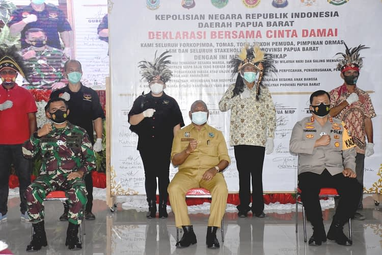 "Kasdam XVIII/Kasuari : ""Deklarasi Damai dan Tolak Anarkisme"" sebagai Komitmen Bersama untuk Wujudkan  Papua Barat yang Aman dan Kondusif"