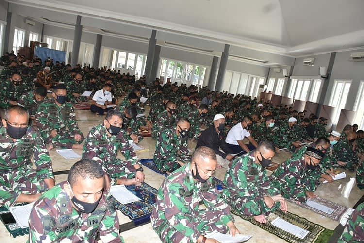 Prajurit Denma Mako Kormar Gelar Istighozah Jelang Detik-detik HUT Korps Marinir ke-75