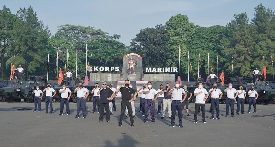 Brigjen TNI (Mar) Hermanto Dampingi Dankormar Olah Raga Bersama Menteri Perhubungan