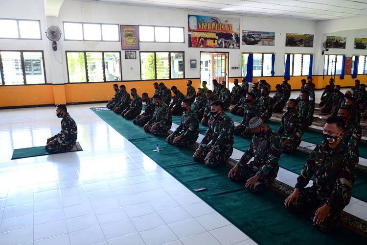 Prajurit Batalyon Howitzer 2 Marinir Laksanakan Doa Bersama