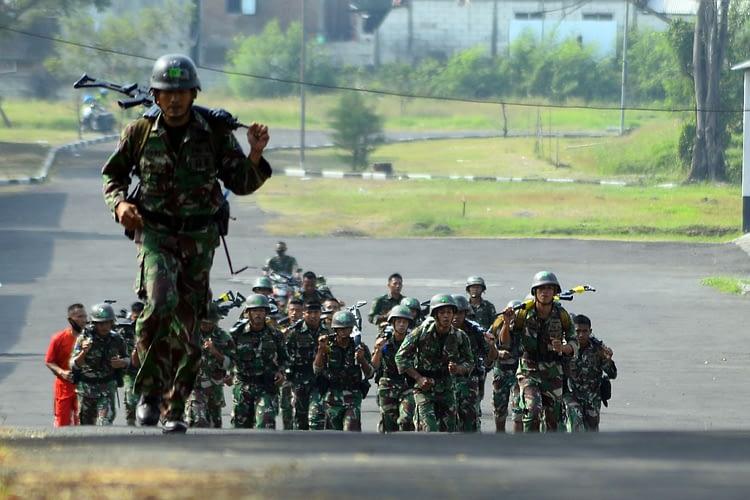 Danmenart 2 Marinir Lepas Lomba Cross Country antara Satuan Resimen Artileri 2 Mar