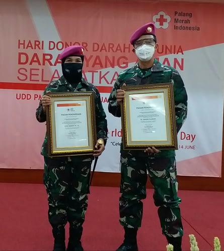 Korps Marinir Dan Rumkitalmar Cilandak Terima Penghargaan Dari PMI