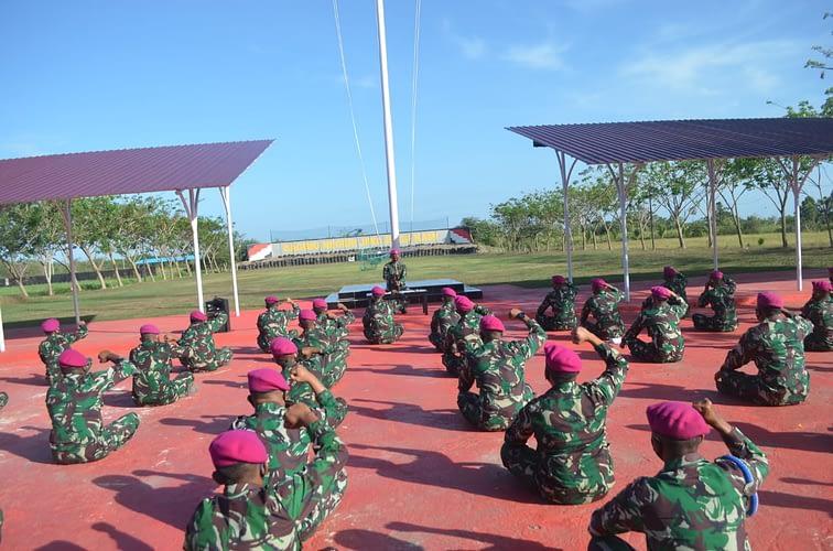 Tepat di Hari Kesaktian Pancasila, Yonmarhanlan XI Merauke Laksanakan Jam Komandan
