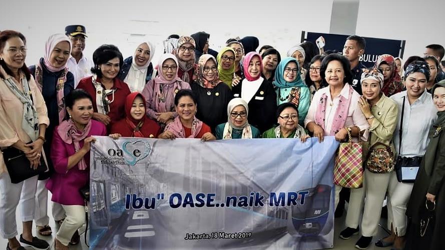 Ketum Dharma Pertiwi Dampingi Ibu Negara Uji Coba Naik MRT Jakarta